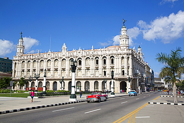 Grand Theater of Havana with Old Classic Cars, Old Town, UNESCO World Heritage Site, Havana, Cuba, West Indies, Caribbean, Central America