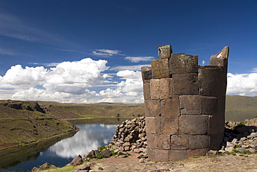 Funerary towers (chullpas) where members of the old Colla tribe, early Incas, were buried, ruins of Sillustani, near Lake Titicaca, Peru, South America
