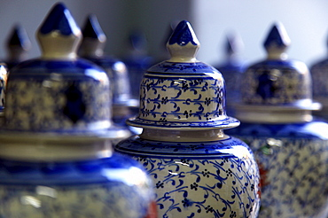 Traditional Turkish vases on display in a market stall in the old city of Antayla, Anatolia, Turkey, Asia Minor, Eurasia