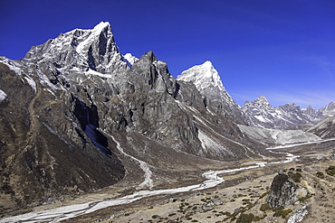 The Himalayan peaks of Taboche and Arakam Tse above the Chola Valley in Sagarmatha National Park, UNESCO World Heritage Site, Himalayas, Nepal, Asia