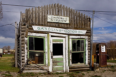 Ruins of gas station, Pinedale, Wyoming, United States of America, North America