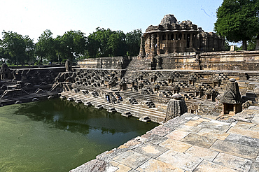 Ornately carved Modhera Sun temple and tank, built in 1026 by Bhima of Chaulukya dynasty, Modhera, Mehsana, Gujarat, India, Asia