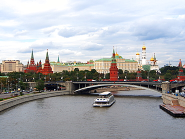 Bolshoy Kamenny Bridge and the Kremlin on the Moskva River, Moscow, Russia, Europe