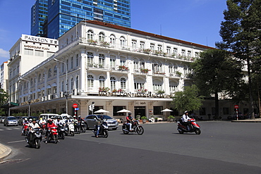 Colonial architecture of the historic Hotel Continental Saigon, Dong Khoi Street, Ho Chi Minh City (Saigon), Vietnam, Indochina, Southeast Asia, Asia