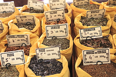 Spices, Marche Forville (Forville Market), Cote d'Azur, Alpes Maritimes, Provence, French Riviera, France, Europe