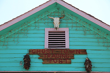 Shop, Madrid, former mining town in the Ortiz Mountains, Turquoise Trail, New Mexico, United States of America, North America