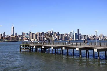Northside Piers, East River, view of Manhattan skyline, Williamsburg, Brooklyn, New York City, United States of America, North America