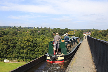 Narrow Boat, Pontcysyllte Aqueduct, UNESCO World Heritage Site, Llangollen, Dee Valley, Denbighshire, North Wales, Wales, United Kingdom, Europe