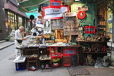 Cat Street Antiques Market, Upper Lascar Row, Sheung Wan, Hong Kong Island, Hong Kong, China, Asia