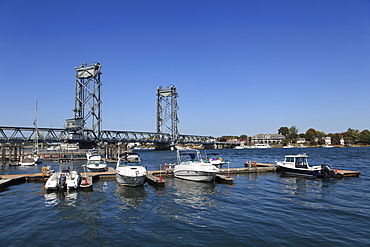 Harbour, Marina, Memorial Bridge, Piscataqua River, Portsmouth, New Hampshire, New England, United States of America, North America