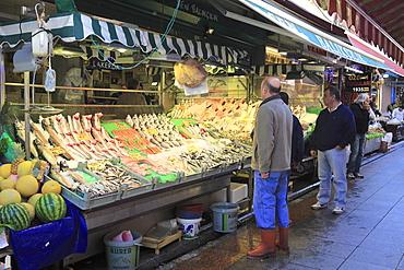 Fish and Produce Market, Kadikoy, Asian Side, Istanbul, Turkey, Anatolia, Asia Minor, Eurasia