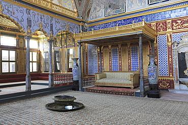 Imperial Hall, Throne Room, The Harem, Topkapi Palace, UNESCO World Heritage Site, Istanbul, Turkey, Europe