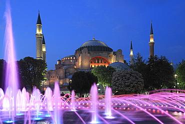 Hagia Sophia (Aya Sofya) at night, UNESCO World Heritage Site, Sultanahmet Square Park, Istanbul, Turkey, Europe