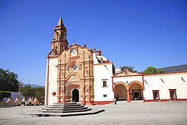 Jalpan Mission, UNESCO World Heritage Site, one of five Sierra Gorda missions designed by Franciscan Fray Junipero Serra, Jalpan, QuerŽtaro, Mexico, North America