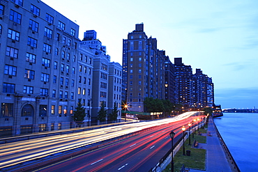 Traffic at dusk, FDR Drive, Upper East Side, Manhattan, New York City, United States of America, North America