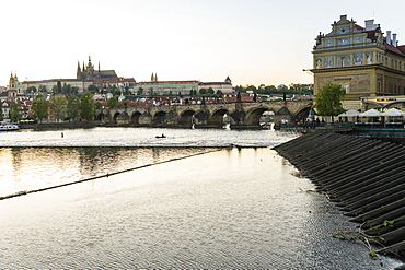 Charles Bridge, the Castle District and St Vitus's Cathedral across the Vltava River, UNESCO World Heritage Site, Prague, Czech Republic, Europe