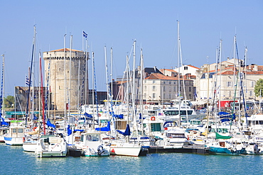 The Chain Tower, Vieux Port, the old harbour, La Rochelle, Charente-Maritime, France, Europe