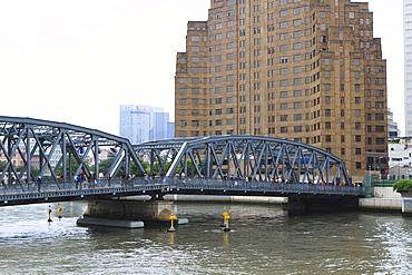 Waibaidu Bridge (Garden Bridge) over Suzhou Creek, the earliest steel bridge in China, built 1908, Shanghai, China, Asia