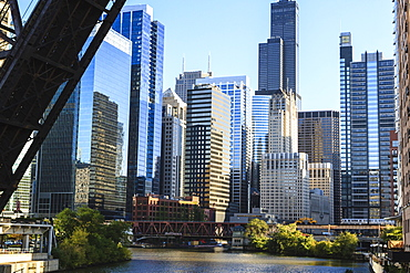 Chicago River and towers of the West Loop area, Willis Tower, formerly Sears Tower in the background, a raised disused railway bridge in the foreground, Chicago, Illinois, United States of America, North America