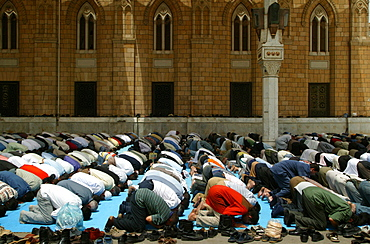 Friday prayers at Al Hussain Mosque, Cairo, Egypt, North Africa, Africa