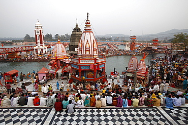 Har-ki-Pauri ghat in the evening during the Kumbh Mela, Haridwar, Uttarakhand, India, Asia