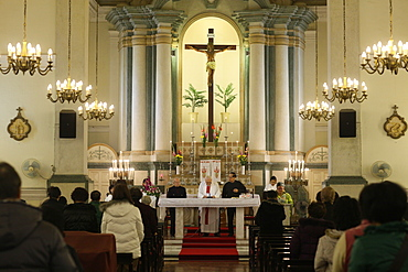 Catholic Mass, St. Anthony's Chuch, Macau, China, Asia