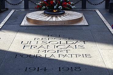 Unknown soldier's grave under the Arc de Triomphe, Paris, France, Europe