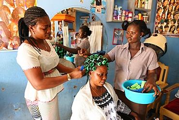 Hairdressing workshop, Lome, Togo, West Africa, Africa