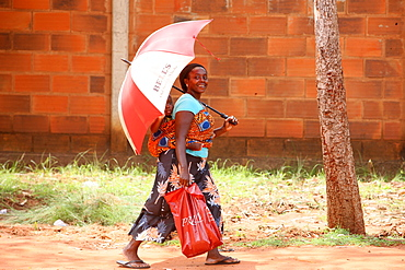 African woman carrying her baby on her back, Lome, Togo, West Africa, Africa