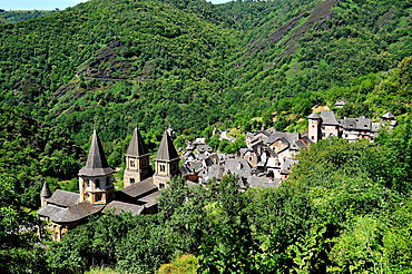 Village of Conques in the mountains, Aveyron, Midi-Pyrenees, France, Europe