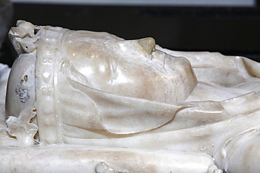 Detail of the recumbent effigy on the tomb of Isabella of Aragon wife of Philip III the bold, Basilica of St. Denis, Seine-St. Denis, Paris, France, Europe