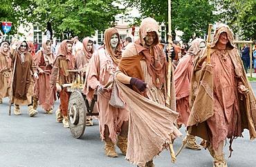 Costume parade at the medieval festival of Provins, UNESCO World Heritage Site, Seine-et-Marne, Ile-de-France, France, Europe