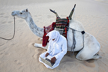 Bedouin using a laptop in the Sahara, Douz, Kebili, Tunisia, North Africa, Africa
