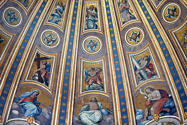 Cupola ceiling in St. Peter's Basilica by Michelangelo Buonarroti, Dome by Michelangelo Buonarroti, Domenico Fontana, Giacomo della Porta dating from between 1546 and 1590, Rome, Lazio, Italy, Europe