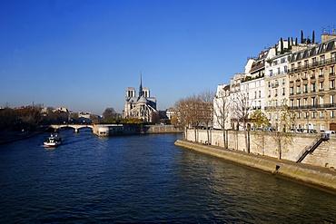 Quai d'Orleans. Ile Saint-Louis, Notre Dame Cathedral, Paris, France, Europe