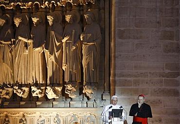 Pope Benedict XVI speaking to the Young on the Esplanade de la Cathedrale Notre Dame de Paris, Paris, France, Europe