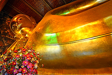 Reclining Buddha in Wat Pho (Wat Po) (Wat Phra Chetuphon), Bangkok, Thailand, Southeast Asia, Asia