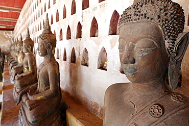 Old Buddha statues in the cloister around the Sim, Wat Sisaket (Si Saket) Buddhist temple, Vientiane, Laos, Indochina, Southeast Asia, Asia