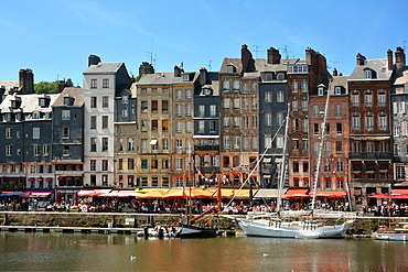 Honfleur and its picturesque harbour, Old Basin and the Quai Sainte Catherine, Honfleur, Calvados, Normandy, France, Europe
