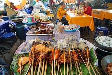 Street restaurant serving fried chicken, Vientiane, Laos, Indochina, Southeast Asia, Asia