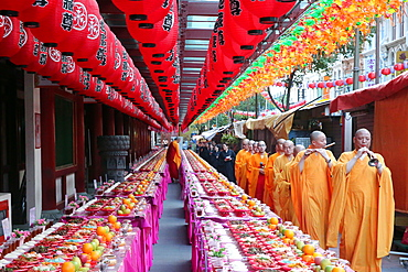 Ullambana ceremony, when food is offered to the ancestors during the annual Ghost Festival, Buddha Tooth Relic Temple, Chinatown, Singapore, Southeast Asia, Asia
