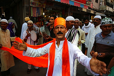 Singers outside Ajmer Sharif Dargah, Rajasthan, India, Asia