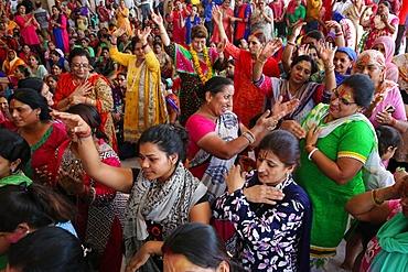 Prayers and chanting in Radha Rani Hindu temple, Barsana, Uttar Pradesh, India, Asia
