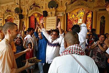 Dancing and chanting at Krishna-Balaram temple, Vrindavan, Uttar Pradesh, India, Asia