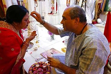 Diwali Puja, Jalaram Prathna Hindu temple, Leicester, Leicestershire, England, United Kingdom, Europe