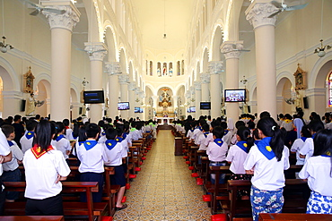Church of the Sacred Heart of Jesus (Nha Tho Tan Dinh), Sunday Mass celebration, Ho Chi Minh City, Vietnam, Indochina, Southeast Asia, Asia
