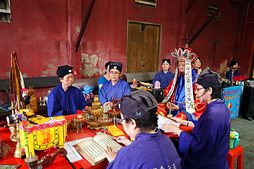 Taoist ceremony in a temple, Ho Chi Minh City, Vietnam, Indochina, Southeast Asia, Asia