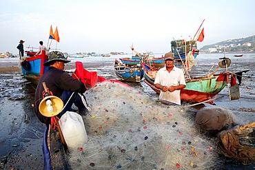 Fishermen preparing a net on the beach, Vung Tau, Vietnam, Indochina, Southeast Asia, Asia