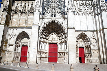 West front of Auxerre Cathedral dedicated to Saint Stephan, Yonne, Burgundy, France, Europe