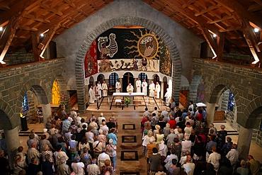 Catholic Mass, Notre-Dame de Toute Grace du Plateau d'Assy (Our Lady Full of Grace of the Plateau d'Assy), Haute-Savoie, France, Europe